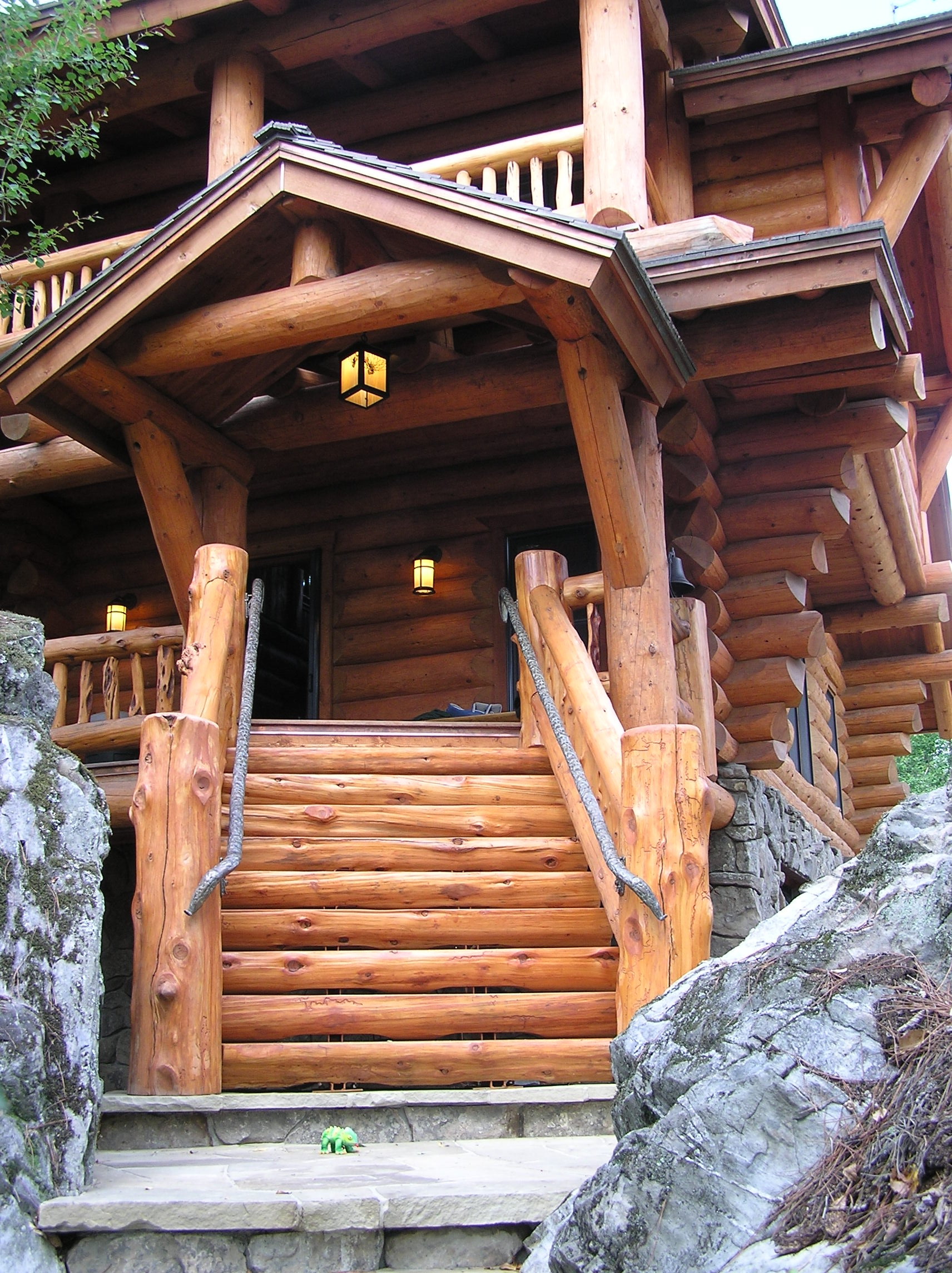 Classic full log homes log cabin builders custom for Unique log cabin designs