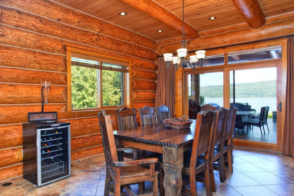Log Cabin Lake Cottage Dining