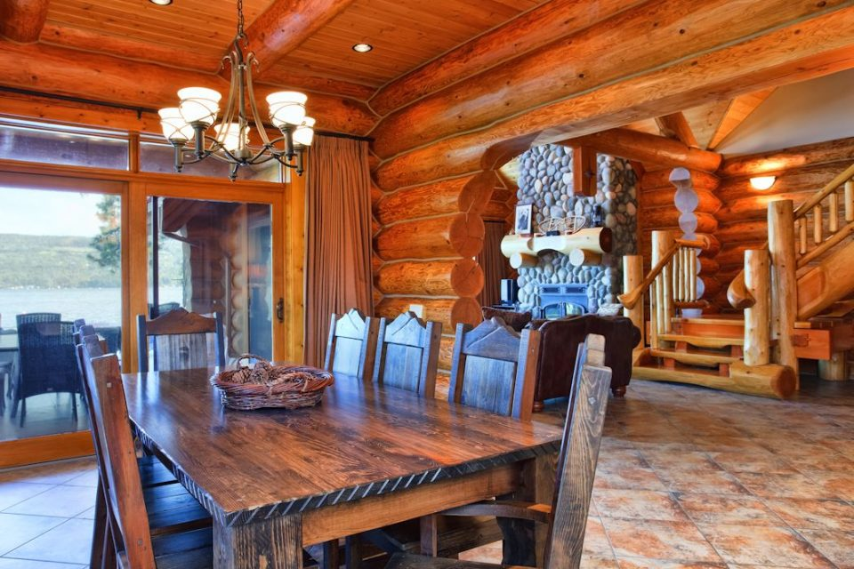 Log Cabin Living