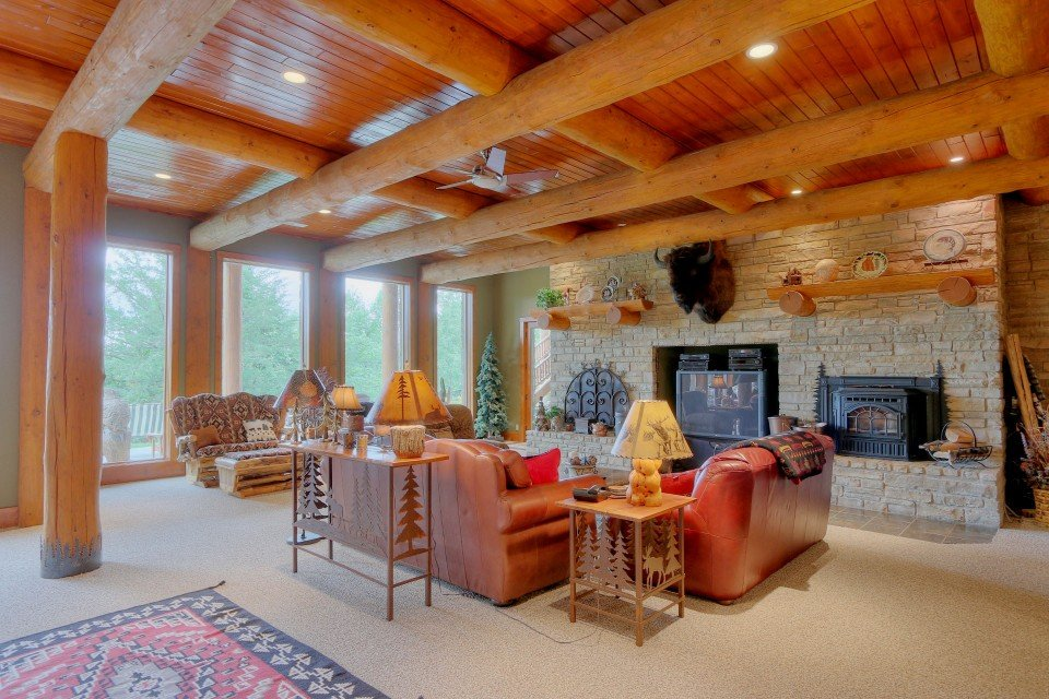 Log Home Suite Livingroom