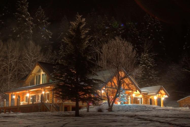 Canadian Log Home Winter