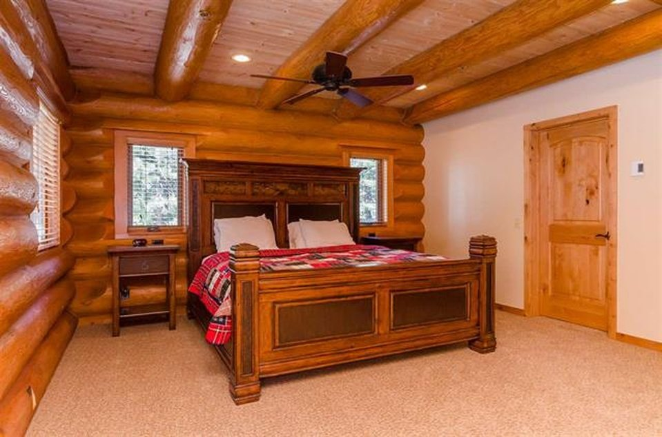 log-home-bedroom