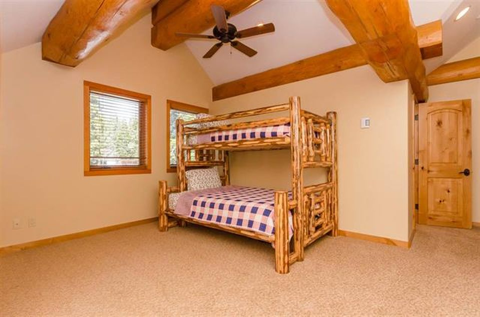log-home-bunk-room