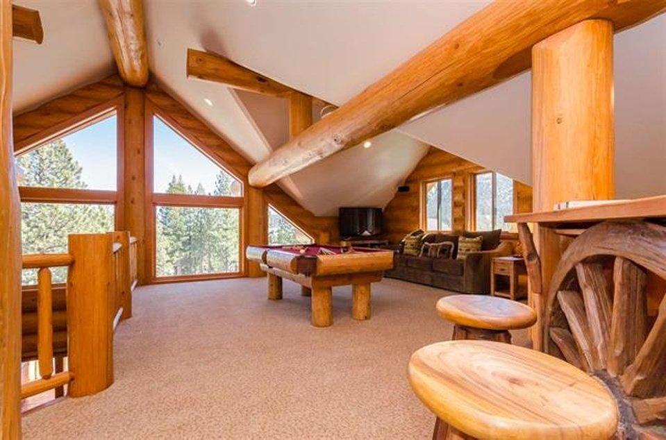 log-home-loft