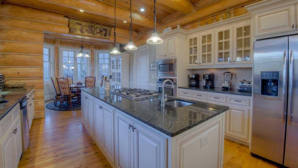 Terrific Log Home Kitchens North American Log Crafters Home Interior And Landscaping Ferensignezvosmurscom